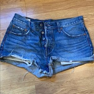 Levi's high waisted button fly short shorts 28